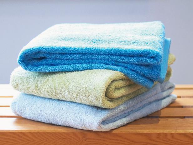 RX-DK-HSW19906_fold-towel-6_s4x3.jpg.rend.hgtvcom.616.462