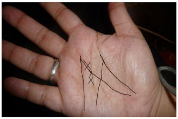M-betű-a-tenyér-vonalaiból