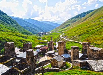 Ushguli_towers_in_Svaneti,_Georgia