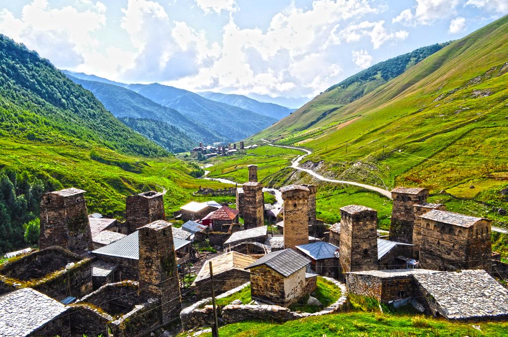 Ushguli_towers_in_Svaneti,_Georgia