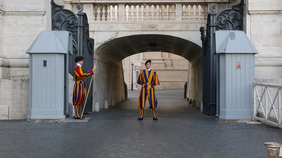 swiss-guard-1128857_960_720