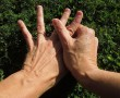 Minden ujjunk egy szervhez kapcsolódik. Itt a nagy kéztérkép! Viszlát magas vérnyomás, reuma, fejfájás!