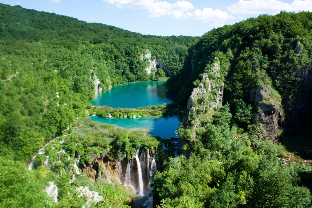Plitvice_Lakes_National_Park_(2)