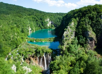 Plitvice_Lakes_National_Park_(2)